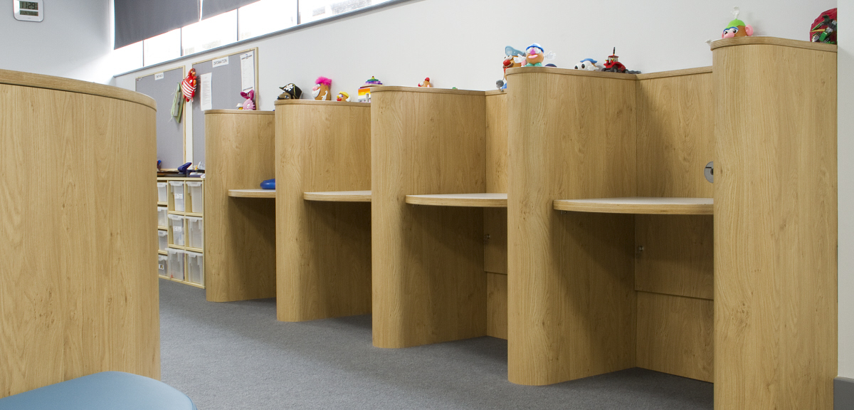 Spur style shelving for classrooms